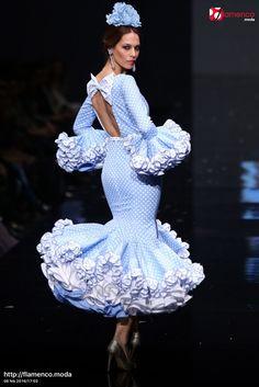 Sara de Benitez Simof 2016 Indian Gowns Dresses, Dance Dresses, Spanish Dress, 2015 Fashion Trends, Spanish Fashion, Ethnic Fashion, Women's Fashion, White Wedding Dresses, Playing Dress Up