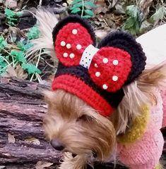 Sombrero de perro es perfecto para tu chihuahua, caniche, perro Yorkienor pequeño sombreros para perros ideales para días fríos de invierno, fiestas y paseos por el Parque de punto sombrero de perro oscilando este sombrero loco.  Agujeros de oído cómodo de perro sombrero. Esto se hace con un hilado de acrílico suave de 50% y 50% lana, y esto es seguro lavado y secado. Sombrero de Mickey Mouse, un hermoso arco.  Exclusivo 100% tejido a mano  Tamaño: M-L S-M  Especifique qué llevar.  Por favor…