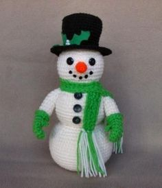 free crochet patterns for christmas snowman Crochet Snowman, Crochet Christmas Ornaments, Christmas Knitting, Christmas Snowman, Crochet Crafts, Crochet Dolls, Crochet Projects, Free Crochet, Free Knitting