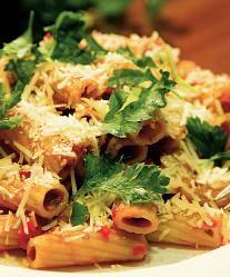 Paste cu sos și parmezan - Retete culinare - Romanesti si din Bucataria internationala