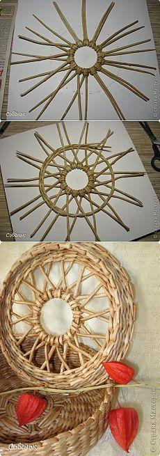 Newspaper Basket, Newspaper Crafts, Handmade Crafts, Diy And Crafts, Arts And Crafts, Handmade Headbands, Handmade Rugs, Willow Weaving, Basket Weaving