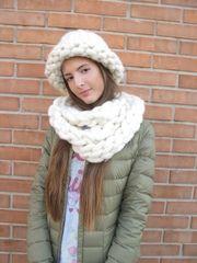 Длинный шарф, выполненный из крупной пряжи светло-кремового цвета.Согреет в холодную зимнюю погоду и придаст изюминку вашему образу. Приятный и мяг...