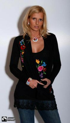 a ruha a: Folk Fashion alkotása Hungarian Embroidery, Wool Embroidery, Learn Embroidery, Embroidery Designs, Modern Embroidery, Floral Embroidery, Folk Fashion, Diy Fashion, Womens Fashion