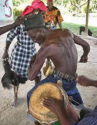 The DRUMS Facilitate the calling of the spirits! Voodoo Priestess, Voodoo Hoodoo, Voodoo Spells, Tarot, Yoruba People, Mystical World, Haitian Art, Caribbean Culture, Tribal Dance
