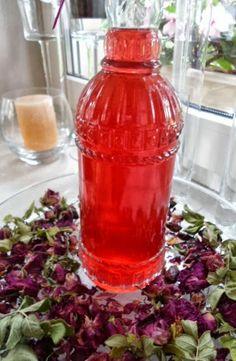 Ocet różany. Płatki róży (rosa rugosa) na bazie octu jabłkowego.