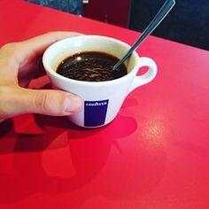 Et enfin, boire un café bien noir, serré et chaud après un repas en brasserie.   18 moments de bouffe qui font kiffer tous les Français