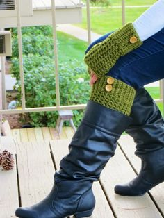 Free pattern for fingerless mitts and boot cuffs...love!