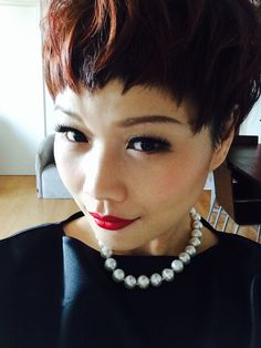 pixie hair + red lips