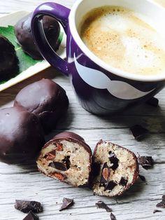 Cookie Dough Pralinen Low Carb und Paleo perfekt zum Kaffee