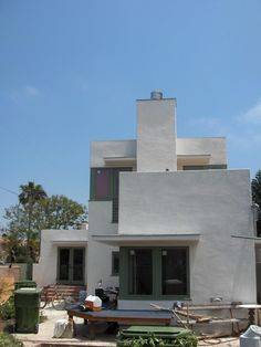 Modern Home Construction a La Traditional Italian House : Amazing Home Exterior Design Of Happy Venice House Decorated With White Color Pain...