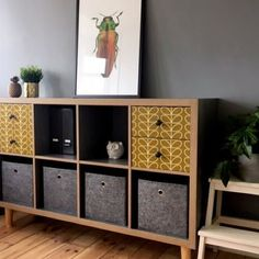 The IKEA Kallax line Storage furniture is an essential part of any home. Trendy and wonderfully easy the corner Kallax from Ikea , for example. Kallax Ikea Hack, Ikea Kallax Regal, Billy Ikea, Ikea Billy Bookcase, Murphy-bett Ikea, Bed Ikea, Ikea Pax, Ikea Bedroom, Home Office Decor