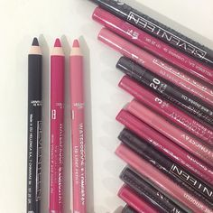 Supersmooth Waterproof Lipliner will keep your lipstick from feathering and will give you an extremely long-lasting make-up result. Art Of Beauty, Beauty Makeup, Eye Makeup, Makeup To Buy, Waterproof Eyeliner, Lip Liner, Seventeen, Mascara, Beauty Products