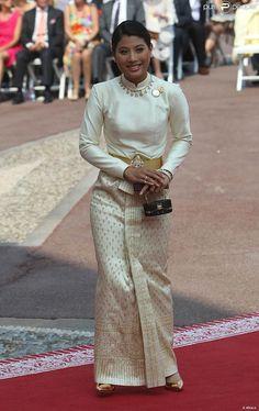 La princesse Sirivannavari Nariratana de Thaïlande sur le tapis rouge du Palais Princier de Monaco, pour le mariage religieux du prince Albert et de la princesse Charlene.  Le  prince Albert II de Monaco et Charlene Wittstock avaient convié près de  800 invités, dont beaucoup de têtes couronnées (les cours d'Europe  étaient notamment bien plus représentées qu'au mariage de William et  Kate), à leur mariage religieux, le 2 juillet 2011 en Principauté.