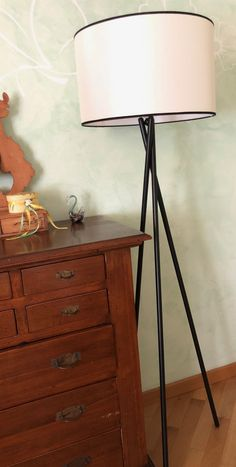 La piantana della serie Tetrix. Presto in vendita nel nostro sito. Tripod Lamp, Presto, Lighting, Home Decor, Lights, Decoration Home, Room Decor, Home Interior Design, Lightning