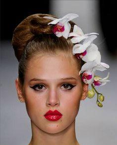 Issa Spring 2013 RTW Orchid Headpiece http://www.elle.com/runway/ready-to-wear/spring-2013-rtw/issa/beauty/