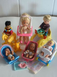 Barbie Happy Family Volvo Station Wagon on PopScreen Barbie Car, Barbie Kids, Baby Barbie, Barbie Dolls Diy, Barbie Doll House, Baby Dolls, Pregnant Barbie, Barbie Happy Family, Accessoires Barbie