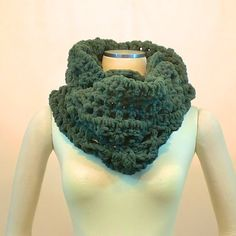 Hey, I found this really awesome Etsy listing at https://www.etsy.com/listing/221791588/super-chunky-infinity-scarf-green-thick