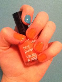 Pinky coral and torquoise nails. Best colour combination. Luvin it!