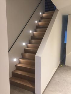 Home Stairs Design, Interior Stairs, Home Interior Design, Wooden Staircase Railing, Modern Staircase, Barn Renovation, House Stairs, House Goals, Future House