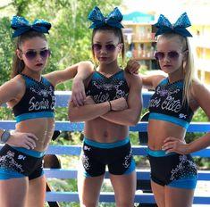 Cheer Stunts, Cheer Dance, Cheerleading Stunting, Cheer Picture Poses, Cheer Poses, Cute Cheerleaders, Cheerleading Pictures, Cheer Mom, Cheer Hair