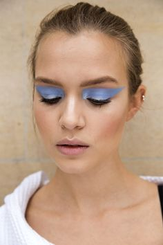Blue eyeshadow backstage photos from Atelier Versace Fall 2016 Couture. | @sharmtoaster