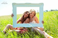 photo frame prop idea for pictures with friends Bff you know who you are we are totally doing this! Photos Bff, Sister Photos, Bff Pictures, Best Friend Pictures, Cute Photos, Bff Pics, Prom Pics, Cute Sister Pictures, Homecoming Pictures