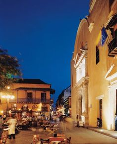 The Plaza Santa Domingo. For nearly two decades, Cartagena was a haven for Columbia's middle and upper classes. While civil war was ripping up the country, Cartagena was being restored. Ate dinner right here!!!!