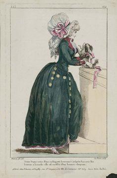 Jeune Dame vetue d'une rodingotte boutonnée jusqu'en bas avec des boutons a la mode: elle est coeffée d'unbonnet-chapeau.