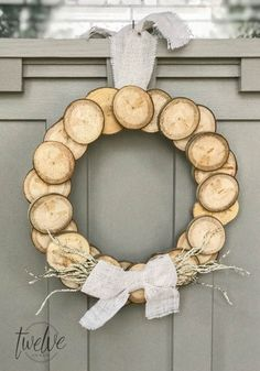 I love this easy DIY wood slice wreath! With its rustic wood detail and neutral farmhouse style its perfect for any space! These are so easy to make and they can look great for fall, or any time of year! Rustic Christmas Ornaments, Homemade Christmas Decorations, Christmas Wreaths, Christmas Crafts, Diy Ornaments, Fall Wreaths, Wood Wreath, Wood Slices, Cool Diy Projects