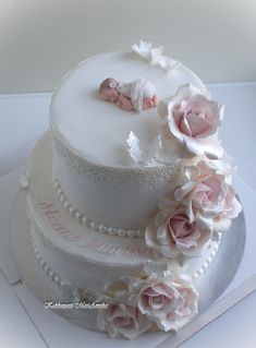 white fondant covered Christening cake decorated with pink gumpaste roses with baby and butterflies topper Fondant Flower Cake, Fondant Bow, Fondant Cakes, Fondant Tutorial, Fondant Figures, Baby Shower Pasta, Baby Shower Cakes, Baby Shower Flowers, Floral Baby Shower
