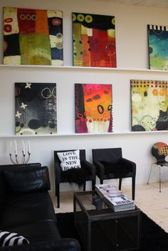 interesting way to rotate art without lots holes in your walls! keeps things…