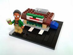Lego Mocs Micro ~ Apu and micro Quick E Mart Kwik E Mart, Lego Simpsons, Micro Scale, Legos, Usb Flash Drive, Desk, Lego Stuff, Ph, Ocean