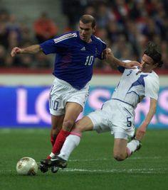 Zinedine Zidane Real Madrid, Best Football Players, Ms, Legends, Soccer, France, Baseball Cards, Sports, Go Blue