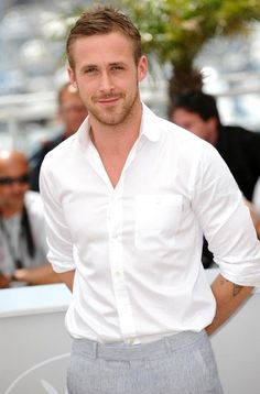 "Ryan Gosling nel film ""first Man"" interpreterà Neil Armstrong! Ryan Gosling, Pretty People, Beautiful People, Hot Guys, Hot Men, Damien Chazelle, Neil Armstrong, Raining Men, Hey Girl"