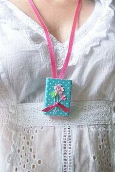 Make a Matchbox Locket – Dollar Store Crafts Crafts For Teens, Arts And Crafts, Paper Crafts, Diy Crafts, Matchbox Crafts, Matchbox Art, Dollar Store Crafts, Dollar Stores, Mom Day
