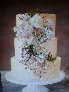 Wedding cake flowers Cake Flowers, Wedding Cakes With Flowers, Mother Of The Bride, Flower Power, Cake Decorating, Wedding Ideas, Weddings, Beautiful, Mariage