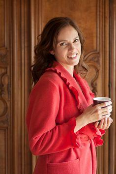 Perlina: Prachtige kamerjas voor elegante dames in sprankelend rood.