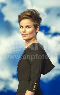 Mooie kapsels met ANGELA SCHIJF Mooie VROUW Mooie Korte Kapsels van Angela Schijf!! FacebookPinterest