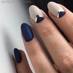 uñas azul mate elegante