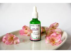 Olej pro nejmenší. Přírodní směs za studena lisovaných olejů certifikována pro děti od narození. Olej je vhodný do koupele i na masáž.