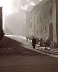 This beautiful morning photo of Dublin some time last century. this street looks like this today! Old Pictures, Old Photos, Ireland Pictures, Vintage Photos, Dublin Street, Irish Celtic, Celtic Pride, Ireland Homes, Beautiful Morning