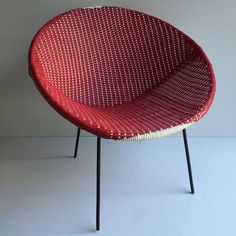 Red Vintage Satellite Atomic Wicker Scoubidou Chair - Chaise rouge annees 50… Outdoor Daybed, Outdoor Furniture, Rattan Armchair, Duct Tape Crafts, Quilling Earrings, Pinewood Derby, French Vintage, Pixel Art, Wicker