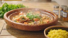 Tajine met vlees van kippenbouten en herfstgroenten