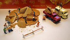 Fortune seekers - gelukzoekers Miniature Photography, Toys Photography, Outdoor Photography, Tiny World, Miniature Figurines, Malm, People Art, Little People, Diorama
