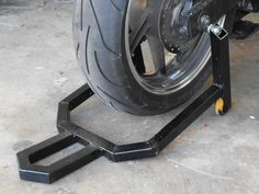 Homemade paddock stand constructed from square steel tubing and nylon wheels. Motorbike Stand, Motorcycle Lift Table, Bike Lift, Motorcycle Equipment, Motorcycle Bike, Diy Welding, Welding Projects, Welding Ideas, Toy Hauler Camper