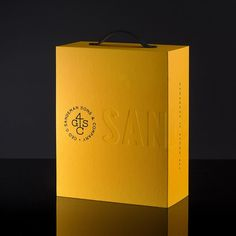 Volta - How do you Pack of history? We've tried our best with this Sandeman Trade Presenter. A unique journey in a Packaging Design, Branding Design, Box Design, Brand Identity, Paper Shopping Bag, Packing, Presents, Graphic Design, History