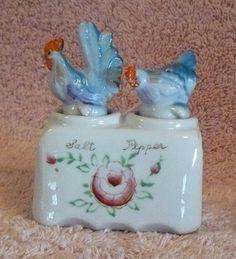 Nodder Salt Pepper Set Rooster Hen Chickens