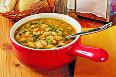 Souper Kale Soup This delicious soup will not only warm you up and boost your nutrition, it'll give you a nice energy boost, too. Lima Bean Soup, White Bean Kale Soup, Kale Soup Recipes, Vegetarian Recipes, Healthy Recipes, Vegetarian Curry, Healthy Meals, Lima Bean Recipes, Healthy Soup