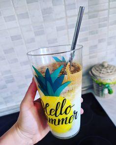 Και φυσικά έπρεπε να δοκιμάσω #dalgonacoffee με μερικές αλλαγές μιας και δεν μου αρέσει η ζάχαρη στον καφέ!!  Χρησιμοποίησα γάλα αμυγδάλου χωρίς ζάχαρη και 1 1/2 κουταλιά #nescafeclassic!!!  . #icecoffee #dalgonacoffee #almondmilk #summer #nescafé Beverages, Drinks, Pint Glass, Beer, Canning, Tableware, Photos, Drinking, Root Beer