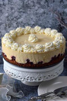 Erdei gyümölcsös pezsgőkrémtorta - Kifőztük Baking Recipes, Cake Recipes, Dessert Recipes, Types Of Cakes, Hungarian Recipes, Mousse Cake, Creative Cakes, Winter Food, No Bake Desserts